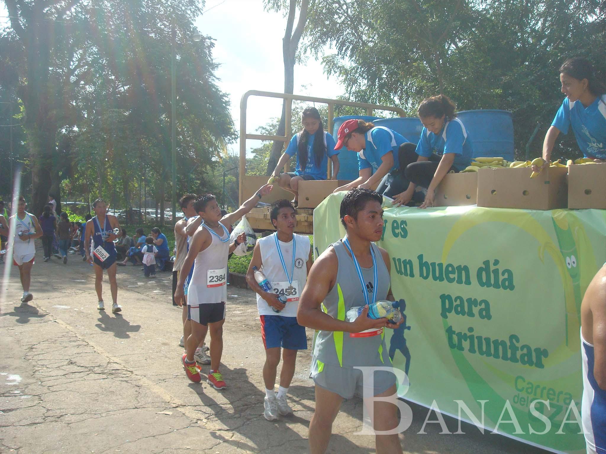 """BANASA DONA LA TOTALIDAD DE BANANOS PARA ATLETAS QUE PARTICIPAN EN LA """"CARRERA DEL AZÚCAR"""""""