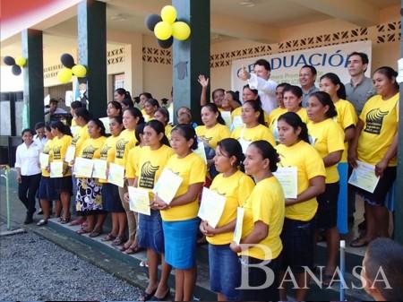 "BANASA GRADÚA A 343 MADRES PARTICIPANTES DEL PROGRAMA ""FAMILIAS FELICES"""